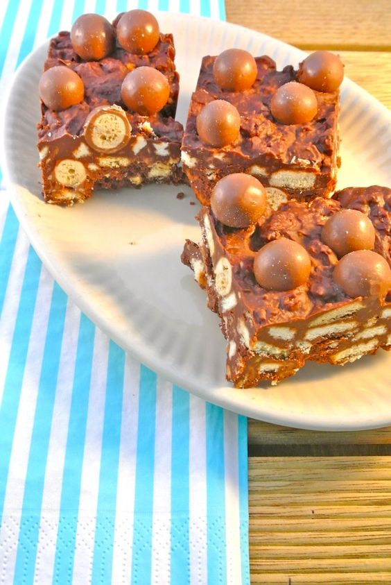 No-bake malteser cake     * 100g maltesers  * 100 grams of milk chocolate  * 100 grams of dark chocolate  * 100 g butter  * 3 tablespoons maple syrup or other syrup  * 100-120 grams of biscuits