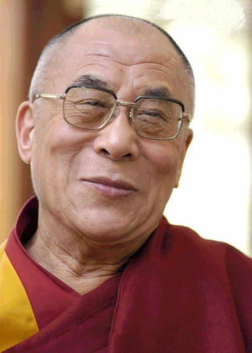 """""""Ci sono solo due giorni all'anno in cui non puoi fare niente: uno si chiama ieri, l'altro si chiama domani. Perciò oggi è il giorno giusto per amare, credere, fare e, principalmente, vivere."""" (Tenzin Gyatso - Dalai Lama)"""