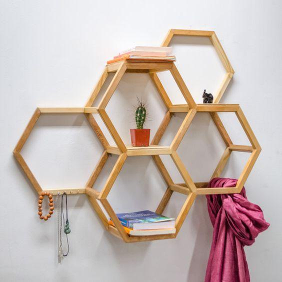Étagère en nid d'abeille par KaitlinWiebe sur Etsy