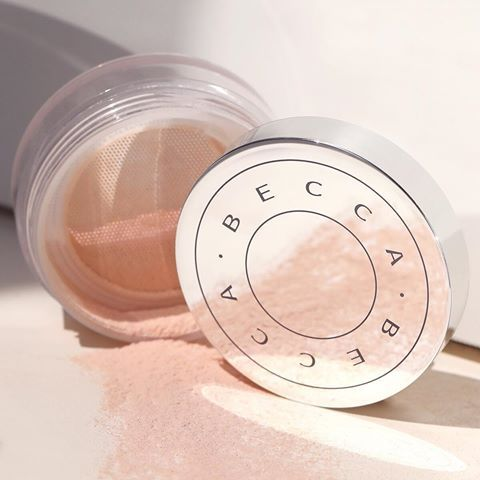 Cooling Setting Powder For A Portrait Mode Finish Becca