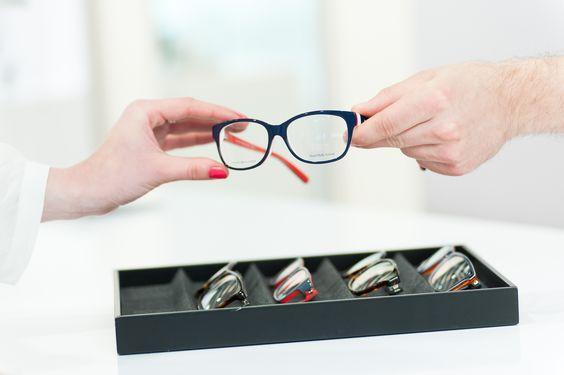 Im Edel-Optics Flagship-Store können Kunden an iPad-Terminals aus 10.000 Markenbrillen ihr Lieblingsmodell auswählen. #hamburg #edeloptics #brille #brillen #sonnenbrille #shopping #fashion #seeandbeseen