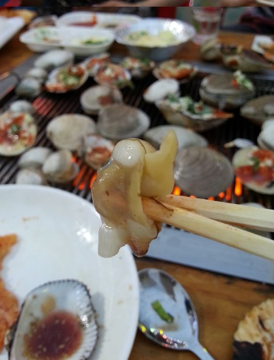 Grilling Clams @ Boryeong Mud Festival