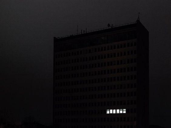 """Düsseldorf bei Nacht. Aus der Serie """"Urban Darkness"""" von Christof Plümacher aus..."""