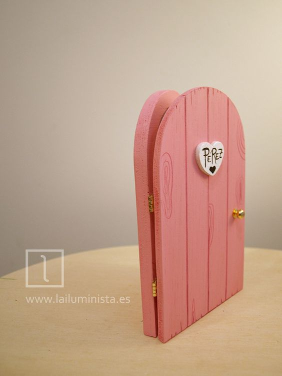 Puerta para el ratoncito p rez que se abre en color rosa for Puerta que se abre sola