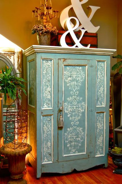 Chalk paint and stenciling. So pretty.