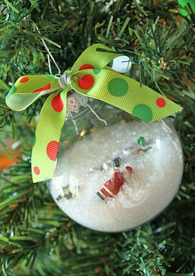 I-spy ornaments.............great gift idea for little ones!