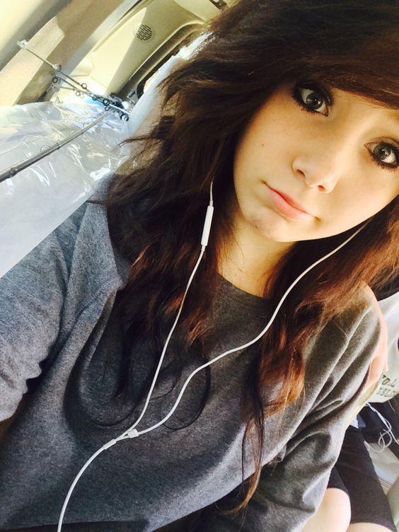 Hi I am Cara and I am 14. I love soccer and basketball. I play basketball and I am single. I am from French and Spanish. Yup.