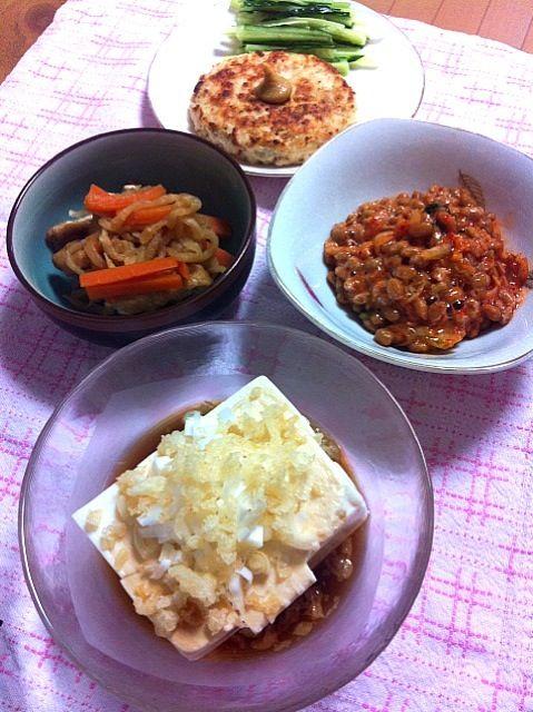 左の煮物以外が、大豆系です。手前3つが手料理です(*^^*) - 16件のもぐもぐ - 大豆祭りになってしまった、そんな台風の夜 by hirapanda