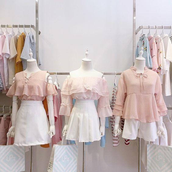 BACK IN STOCK 🌊🌊🌊 . Áo dây đan hồng (freesize) - 180.000 Đ Váy quần chữ A trắng ( S/ M/ L ) - 200.000 Đ Áo bẹt vai hồng (freesize) -…
