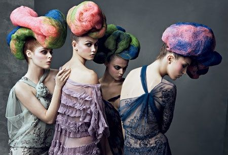 Cotton candy hair in vintage vogue