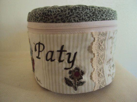 Porta papel higiênico personalizado. www.saldaterrapatchwork.blogspot.com