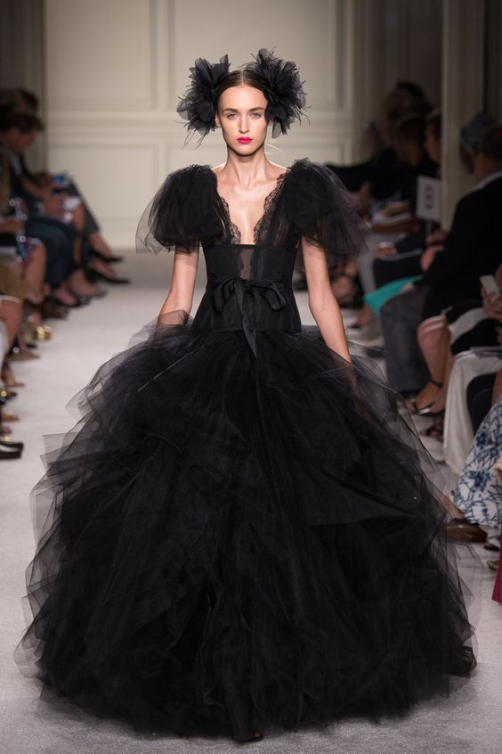 Marchesa Spring 2016 Ready-to-Wear Collection Photos - Vogue http://www.vogue.com/fashion-shows/spring-2016-ready-to-wear/marchesa/slideshow/collection#14