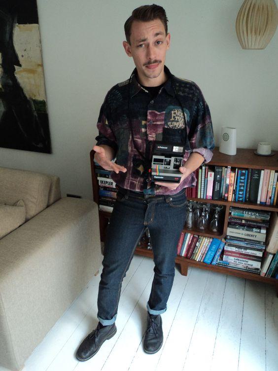 Emil - Afsnit 1 #Sjithappens Skjorte/Bluse: Prag,  T-shirt: H&M, Bukser: Weekday, Sko: Clarks Accessories