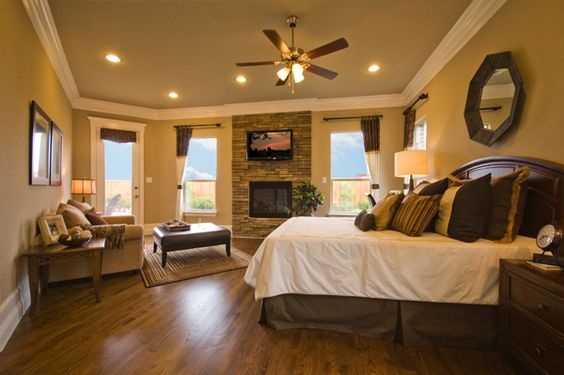 I Heart the overall layout of the room: separate seating area, fireplace, ceiling fan and the wood floors!