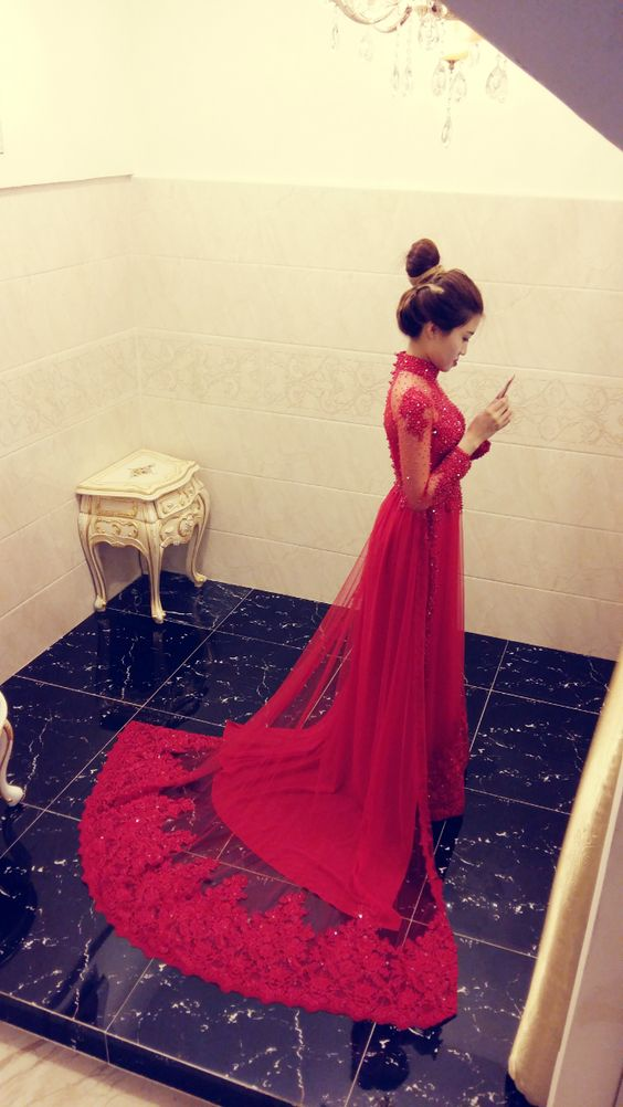 LAHAVA red Ao dai
