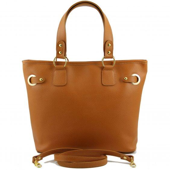 De buitenkant van de tas is van op Toscaanse wijze - dus op traditionele wijze - gelooid leer.De binnenkant van de tas heeft een katoenen voering. -