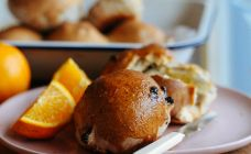 Spiced Currant Buns Recipe - Brunch
