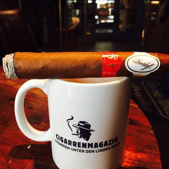 Freitags im #cigarrenmagazin   #cigarre #berlin #davidoff #celesque #smokersloungeberlin  (hier: Oliva Cigar Lounge - Cigarrenmagazin)