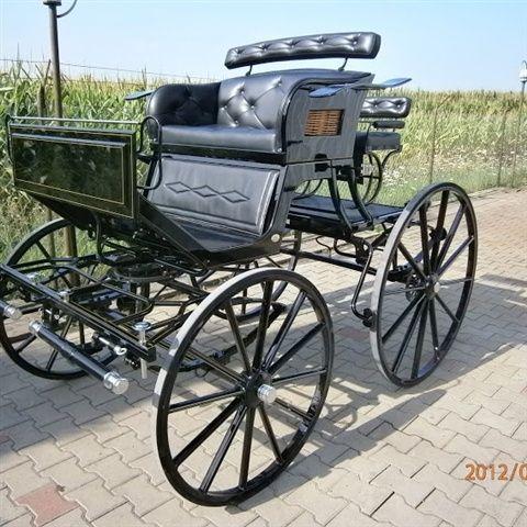 Kutzmann SO - 51000,00 SEK - Mycket elegant dressyrvagn. Kan byggas för både enbet och par,, häst eller ponny,  eller både och.  Vagnarna på bilderna är extrautrustade. - 6-8 veckor