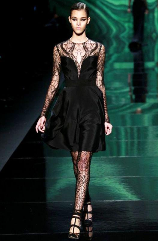 Chic Lace #LBD Black #Dress I Monique Lhuillier #Fall2013