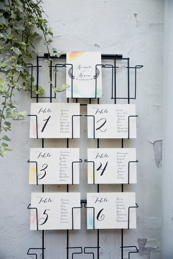 un plan de table avec un porte carte postale by Monsieur + Madame (M+M) www.monsieurplusmadame.fr