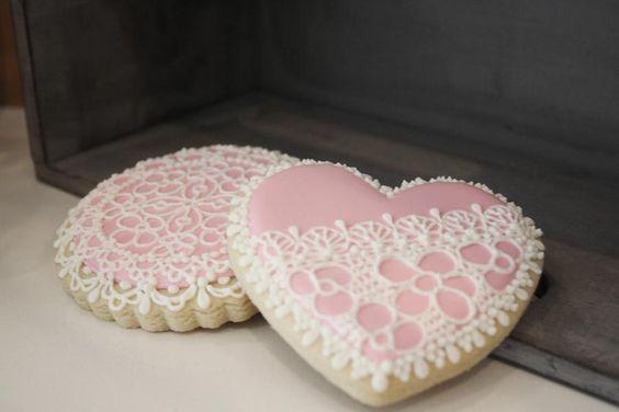 lace flower cookies via hwtm.com