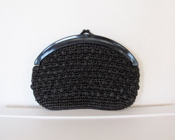SOLD / #Vintage Black Woven Raffia Clutch Purse / Kiss Lock Closure by VelouriaVintage on Etsy
