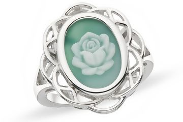 Love this vintage-y piece. Green Agate cameo ring