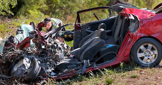 She Posted On Facebook And Caused This Accident. When I Saw What She Wrote My Heart Broke This is an important reminder to us all. Pass it on to everyone you know. http://lsa.io/SO2ngD Courtney Sanford posted to Facebook while she was driving. Her last words are a huge wake-up call to any driver.