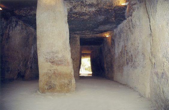 Prehistoria Arq Neolitico-Calcolitico Tumba de Corredor Cueva de Menga hacia 2500.gif (1277×840)