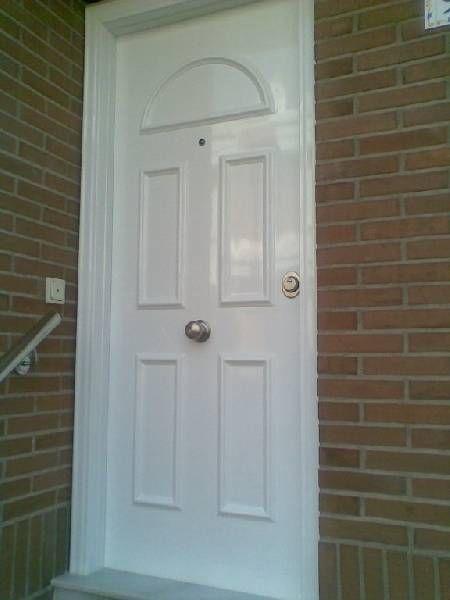 Puerta acorazada con marco acero terminacion exterior en for Puertas entrada exterior