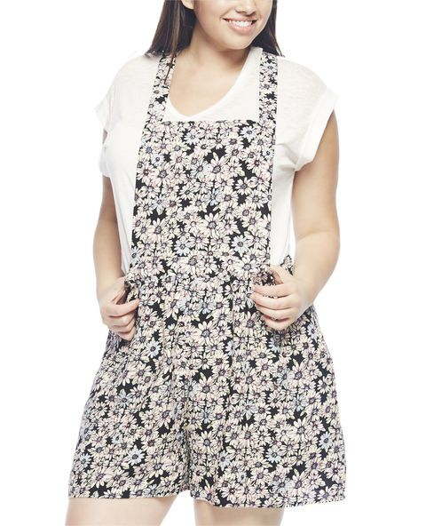 """These soft shortalls are in full style bloom with its all-over daisy print, full front bib, T-strap back and wide waistband. Style includes a hidden side zipper for easy entry.    Model is 5'9"""" and wears a size 1X.        100% Rayon      Machine Wash      Imported"""