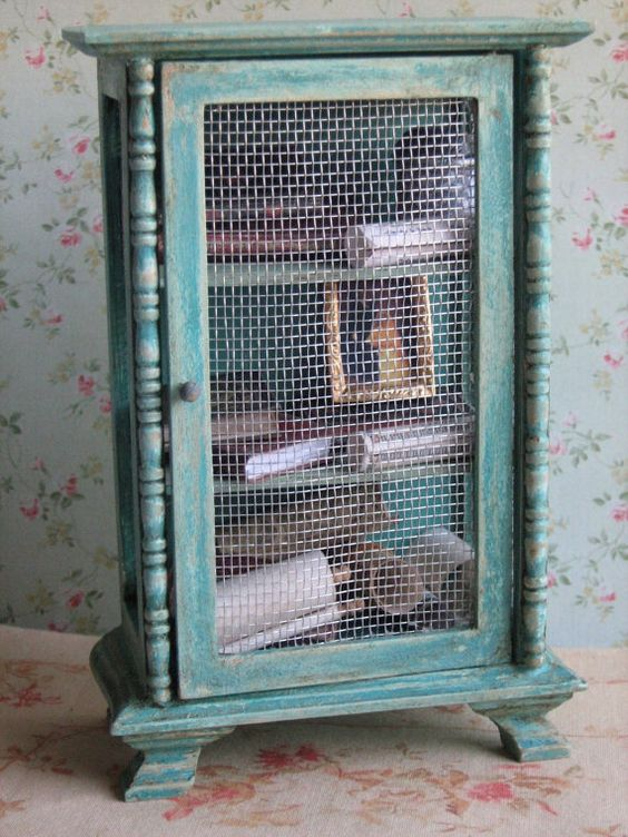 Cut Out Hole And Use Chicken Wire For A Vintage Looking