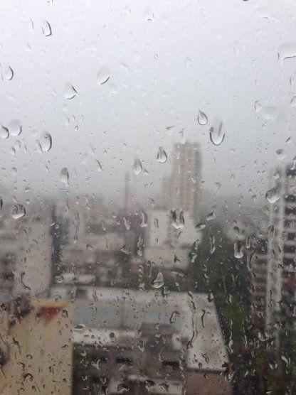 Un muerto en Córdoba y precaución en Buenos Aires por la llegada de una fuerte tormenta. Afirman que esta noche y durante la madrugada se darán las peores condiciones www.minutouno.com/c303760