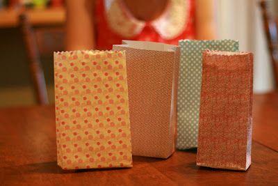 Carotte & Lychee: Tutoriel : Petit sac de papier origami fait main    http://carottelychee.blogspot.fr/2012/09/tutoriel-petit-sac-de-papier-origami.html#