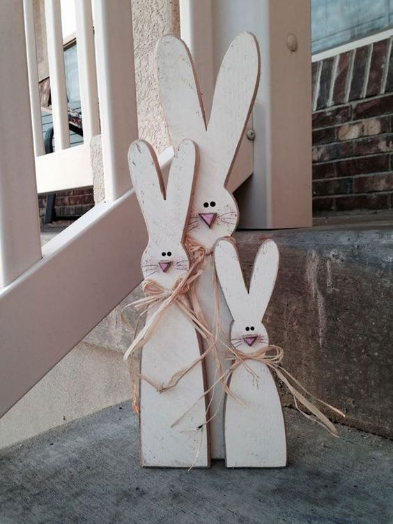 Wood Project   14 Cute Easter Bunny Ideas   DIY Home Decor by Pioneer Settler at http://pioneersettler.com/easter-bunny-ideas/: