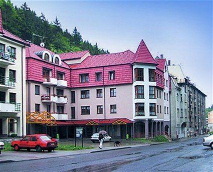 Bright pink Apartment in Jáchymov (Czech Republic) - Campaya