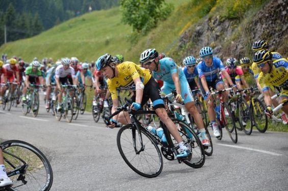 Videos & Photos - Critérium du Dauphiné 2014 - CDD 2014 - Etape 7 - Ville-la-Grand / Finhaut-Emosson - 14/06/2014 - Le maillot jaune Christopher FROOME (SKY) dans la descente du col du Corbier © / B.Papon