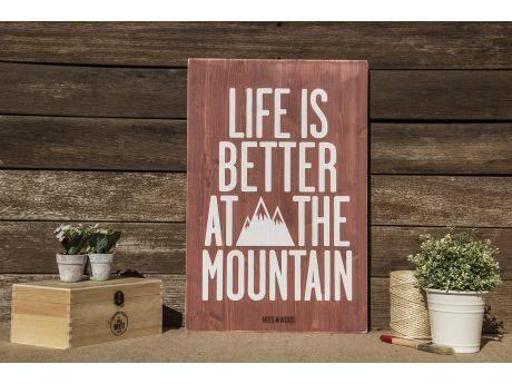 LIFE IS BETTER AT THE MOUNTAIN - Cartel de madera hecho a mano en Barcelona. Decoración original. Diseño optimista y emocional