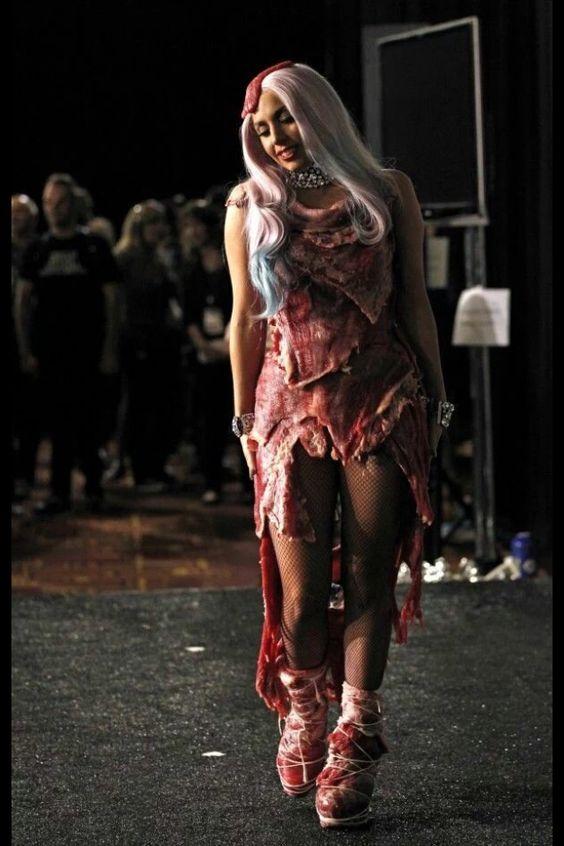 生肉ドレスのレディーガガ