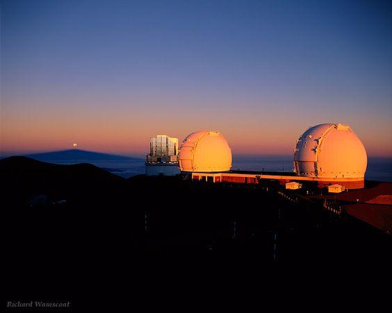 http://www.twanight.org/newTWAN/guests_photos.asp?ID=5001911 The Full Moon is seen setting at sunrise, seen from Mauna Kea Observatory, Hawaii.