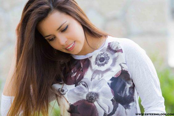 Short blanco, camiseta manga larga y tacones. www.esteesmilook.com