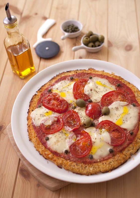 Pizza de chou-fleur aux tomates et mozzarella (sans gluten)