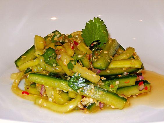 Koreanischer Gurkensalat, ein tolles Rezept aus der Kategorie Gemüse. Bewertungen: 28. Durchschnitt: Ø 4,3.