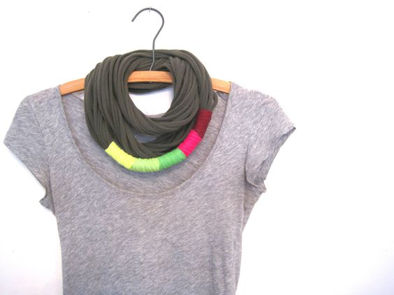 upcycled tribal jersey scarf. di TomboDesigns su Etsy, $25,00