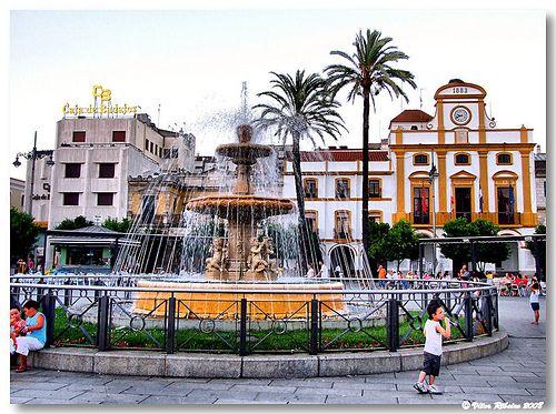 merida espanha spain plaza espana Estive nesta Plaza em 1965, minha foto é em preto e branco... O lugar é mágico, quando vi esta foro sem legenda na mesma hora me revi lá...