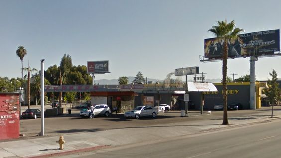 #LA #JamesDean:Fancy grocery store to replace Valley gas station where James Dean last filled-up.Casa de Petrol, the Valley gas station where Dean pumped gas before he died in a car crash, was demolished last month. New plans filed with the city show it's poised to become a big market.