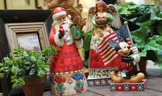 For Keeps is full of home decor items, jewelry and gifts. Plenty of holiday items too! Located in Downtown Bowling Green, Ohio