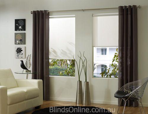 Combinaci n de cortinas en tono marr n con estores - Colocar estores enrollables ...