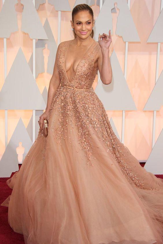 Pin for Later: Die 85 unvergesslichsten Kleider der Oscars – von 1939 bis 2015 Jennifer Lopez bei den Oscars 2015 in Elie Saab
